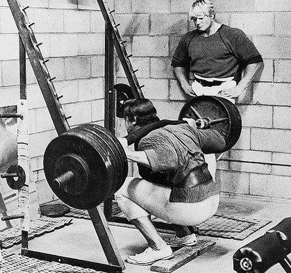 87b5c-arnold_squatting