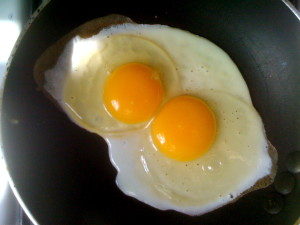 increase-natural-testosterone-egg-yolk-300x225